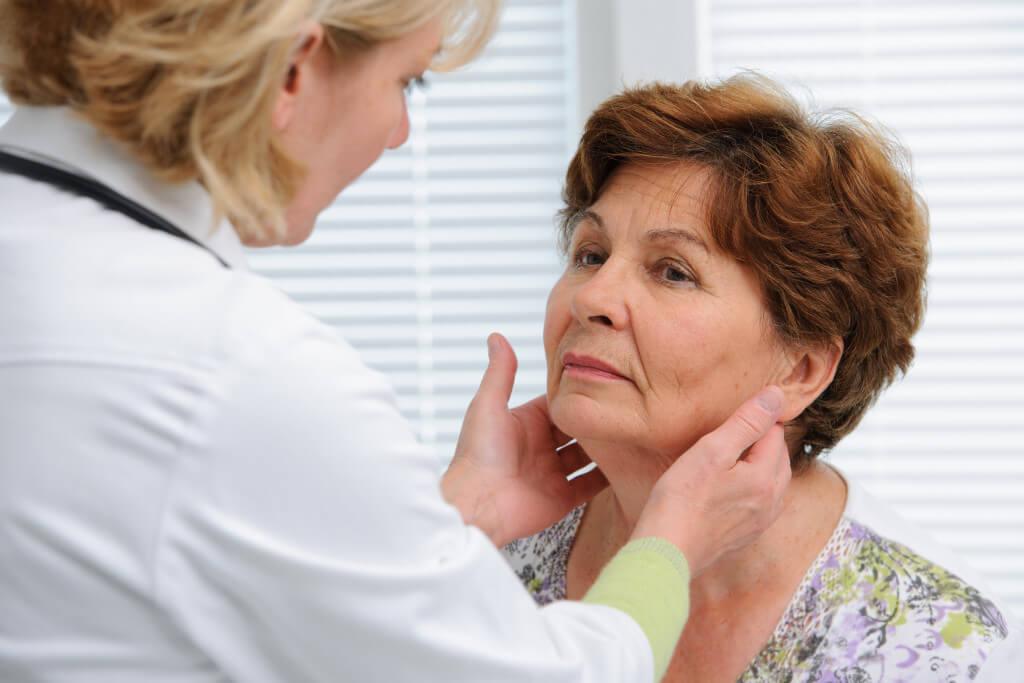 В период климакса происходят гормональные всплески, которые влекут за собой развитие заболеваний щитовидки