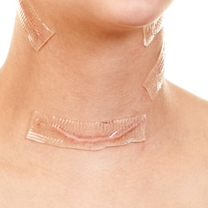 После удаления щитовидки пациент должен находится под строгим наблюдением врача