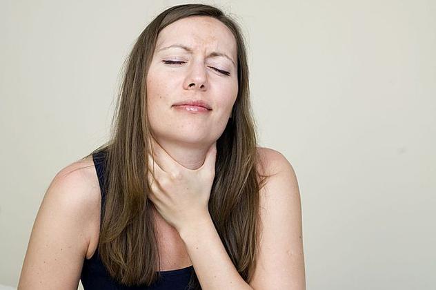 После операции может появится сильный отек горла