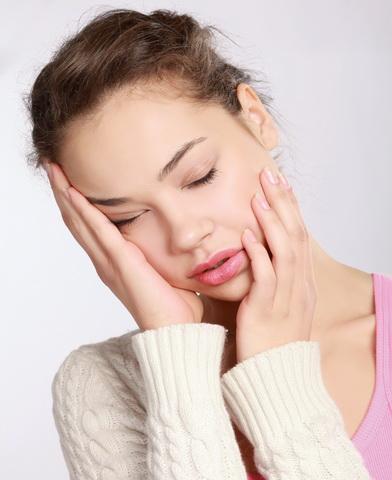 При гипотиреозе пациенты ощущают быструю утомляемость и слабость в течении дня