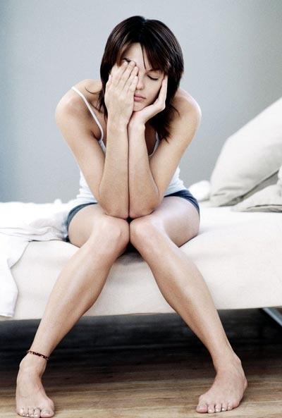 Сильная слабость по утрам является одним из главных симптомов