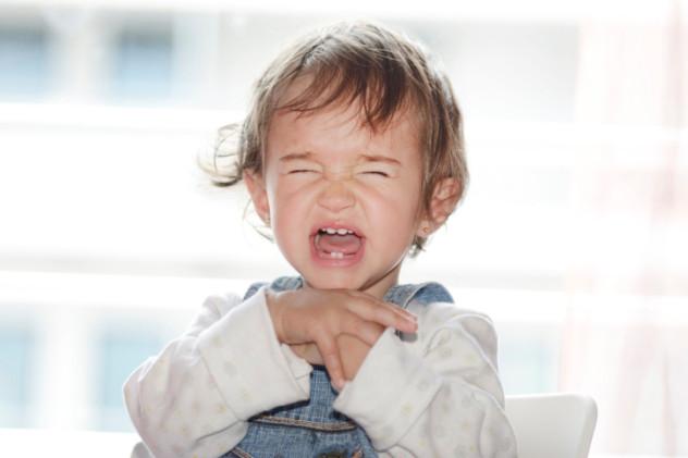 При гипотиреозе появляются сложности с прорезыванием зубов