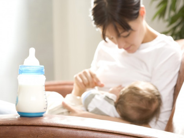 Незначительное количество сцеженного молока - показатель, что малыш хорошо высасывает  грудь