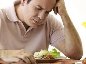 У мужчин с аденомой снижается аппетит