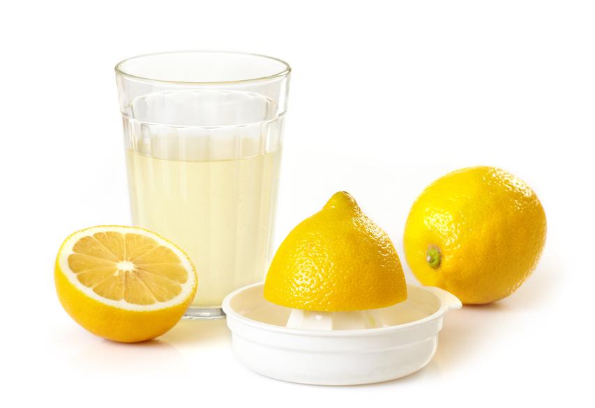 Для борьбы с мастопатией молочную железу смазывают соком лимона