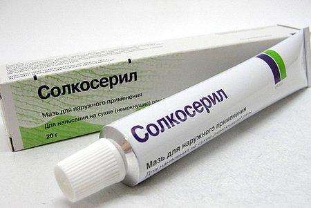 В лечении трещин может бытьиспользован Солькосерил