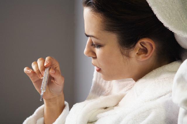 При мастите у женщины резко повышается температура тела