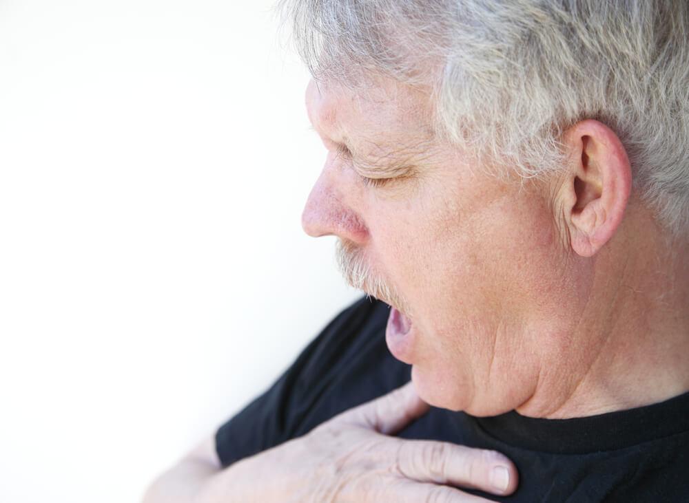 Разрастание зоба вызывает болезненные ощущения при глотании