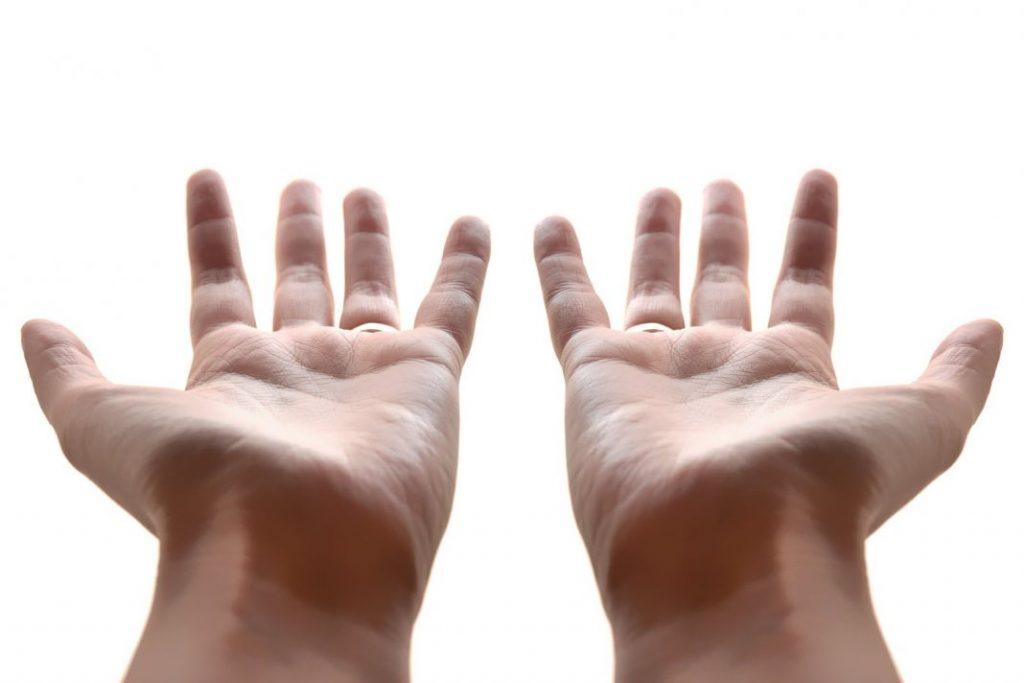 Избыток гормонов провоцирует появление тремора рук