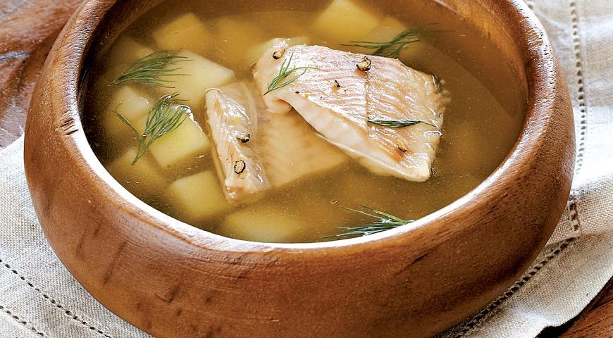 На обед рекомендуется употреблять нежирный суп или уху