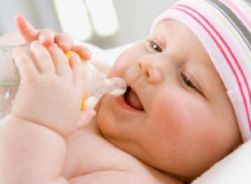 Укропную водичку мама может употреблять сама или давать ее ребенку