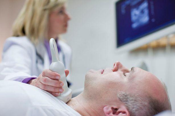 С помощью УЗИ определяются точные размеры щитовидки