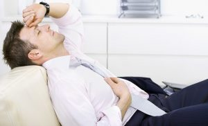 При развитии камней в предстательной железе у мужчины отмечается упадок сил