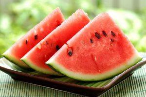В летнее время рекомендуется употреблять арбузы