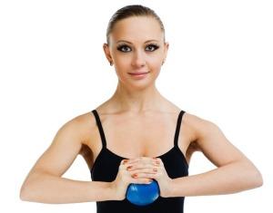Как восстановить упругость груди