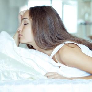 Усталость, озноб, боль в голове - все это сопутствующие симптомы мастита