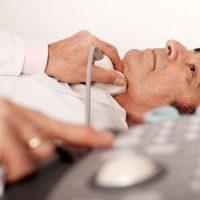 УЗИ щитовидки рекомендуется проводить лежа