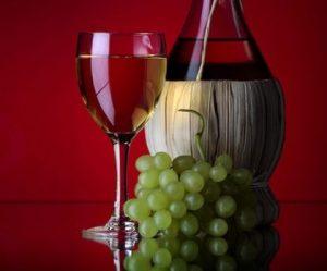 При нарушении технологии производства вино может вызывать рак
