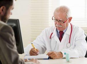Лечение аденомы простаты нужно проводить под контролем врача