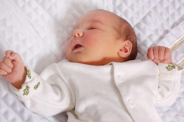 Дети с врожденной гипоплазией вялые и имеют недостаточно развитые рефлексы