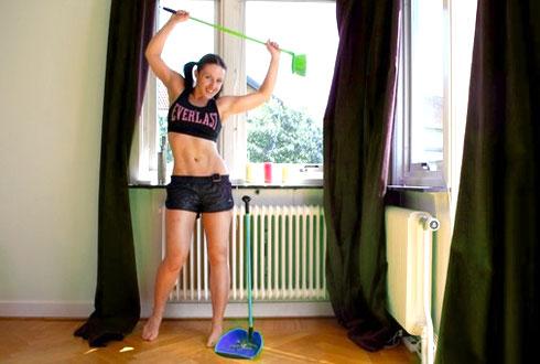 Выполнение домашних обязанностей можно разнообразить физическими упражнениями