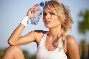 Загорать при заболеваниях щитовидной железы не противопоказано