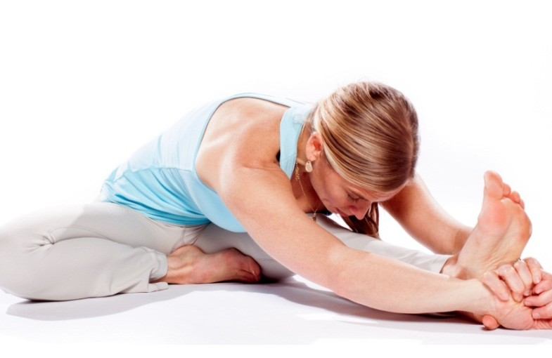 При нарушениях в работе щитовидки можно заниматься йогой и другими спокойными видами физических занятий