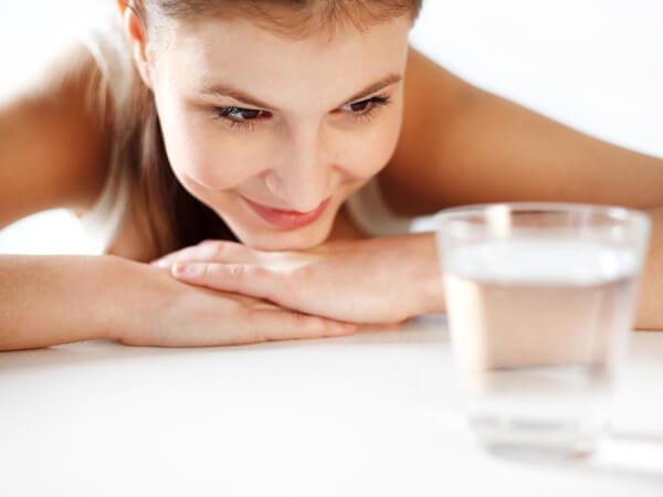 При лактостазе стоит сократить количество жидкости