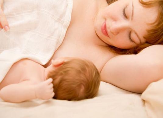 Ребенку может быть сложно добывать жирное молоко